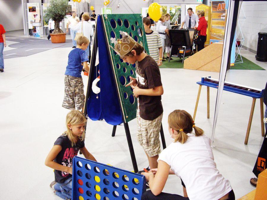spielstationen für kinder auf einer messe
