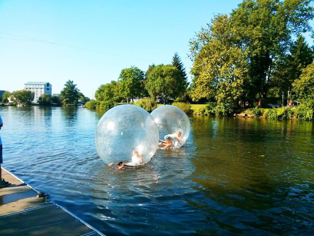Wasserlaufball auf der Lahn