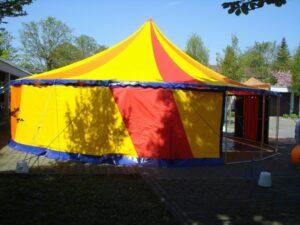 Zirkuszelt mit Seitenwänden