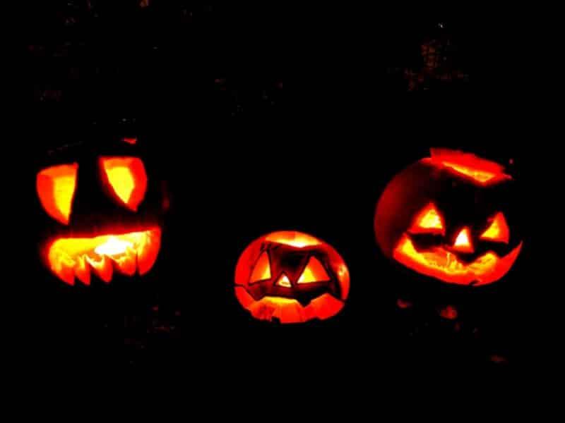 Leuchtende Halloween Kürbisse