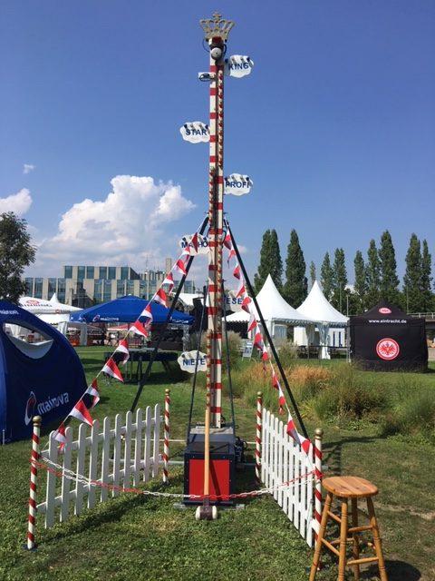 Hau den Lukas bei einem Sommerfest in Frankfurt