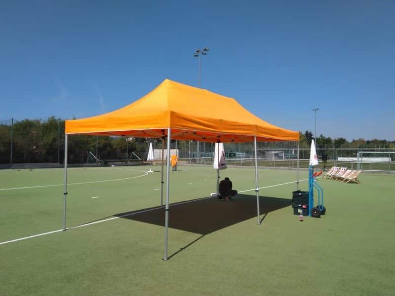 Pavillon aufgebaut Sportplatzfest