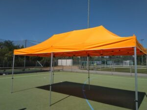 Pavillon in Orange