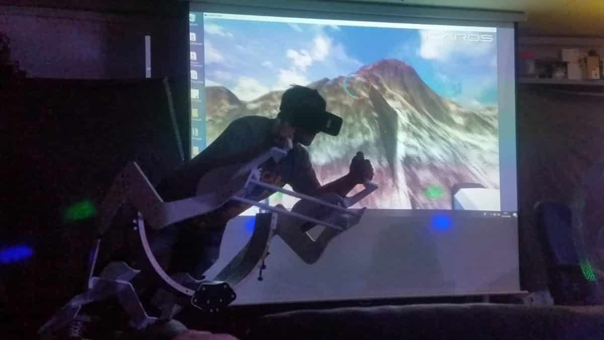 Mann auf VR Flugsimulator