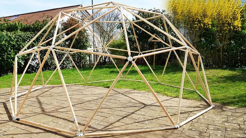 Geodätische Kuppel aus Holz
