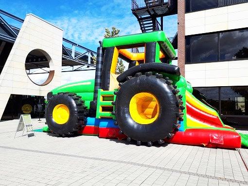Huepfburg-Traktor