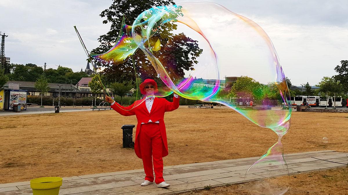 Seifenblasen im Park